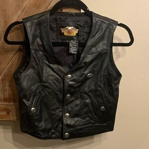 Child size:L Genuine Harley Davidson leather vest